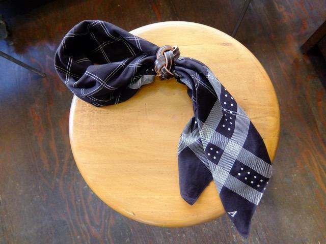 あわじ結びの革のスカーフリングのイメージ4