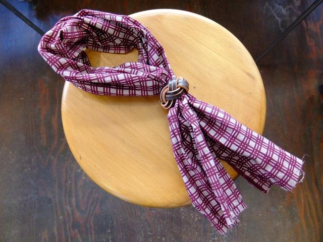 あわじ結びの革のスカーフリングのイメージ5