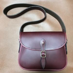 iPadサイズのカートリッジバッグ