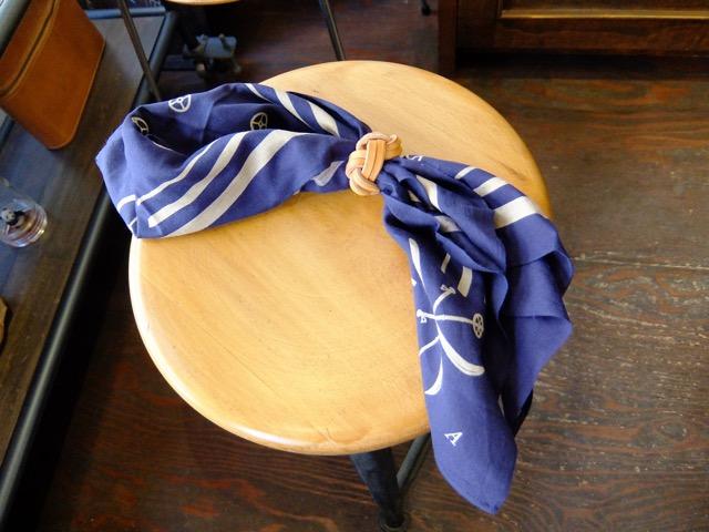 あわじ結びの革のスカーフリングのイメージ2