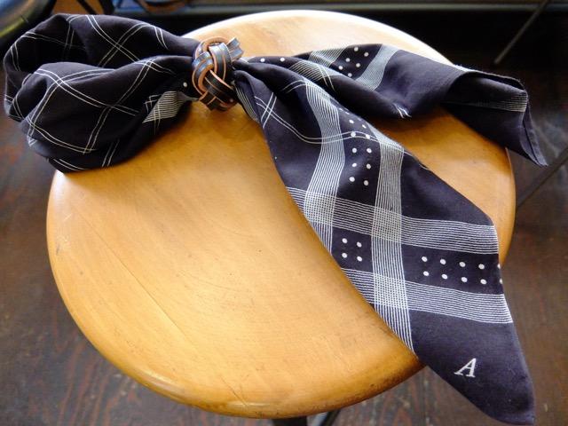 あわじ結びの革のスカーフリングのイメージ